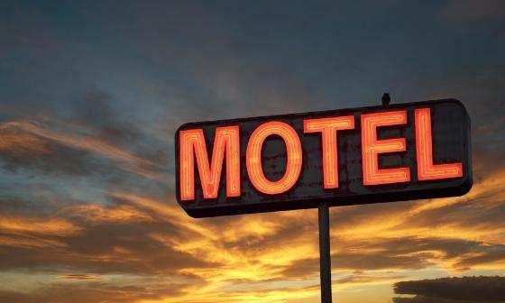 Adolescentes denunciam estupro em motel e quatro pessoas são presas